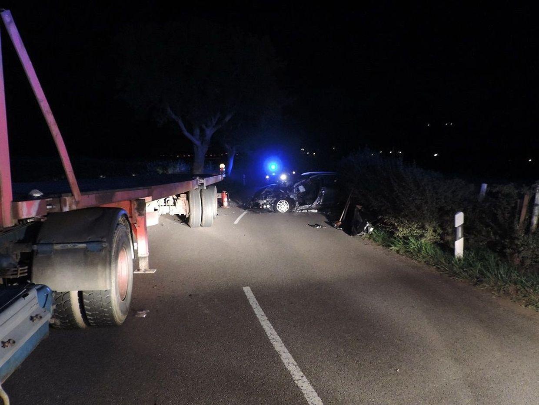 Gegen 02:00 Uhr am Samstag Morgen kam es auf der Strecke Eschweiler – Beidweiler zu einem schweren Verkehrsunfall.