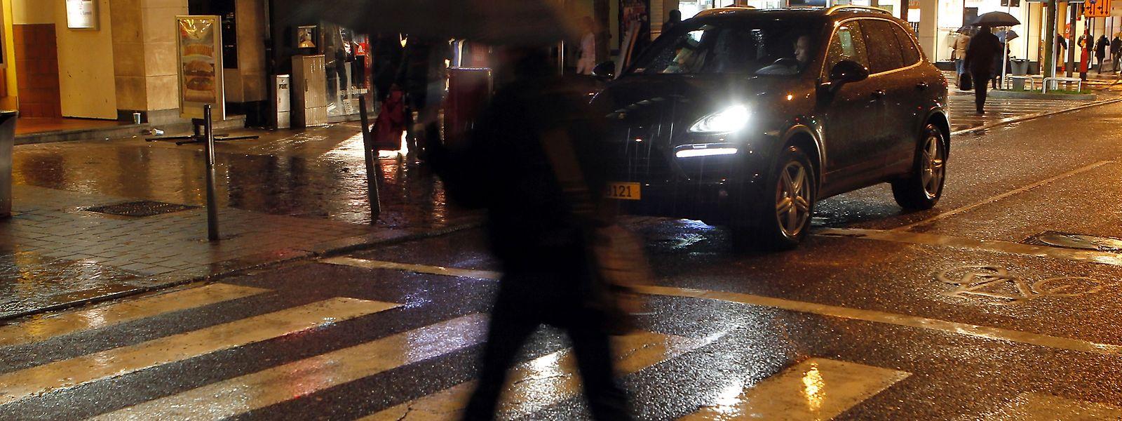 Bei Dunkelheit können Fußgänger schnell übersehen werden.