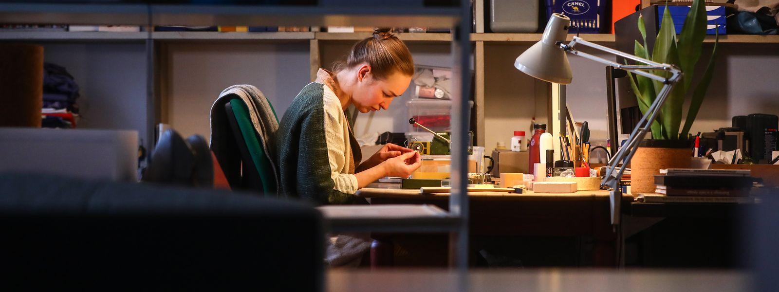 Designerin Lucie Majerus hat eher unkonventionelles Material für ihre Schmuckstücke gewählt