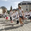 Traditionsgemäss zogen die Pilger durch zahlreiche Strassen des Echternacher Stadtzentrums, vorbei an einem recht zahlreichen Publikum, das sich entlang der Prozessionsstrecke versammelt hatte.