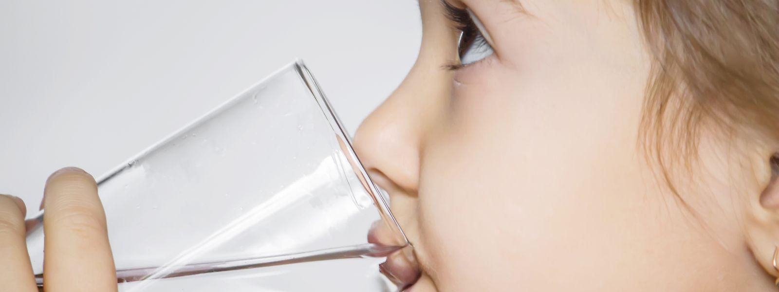 Leitungswasser ist günstiger und umweltfreundlicher als Flaschenwasser.