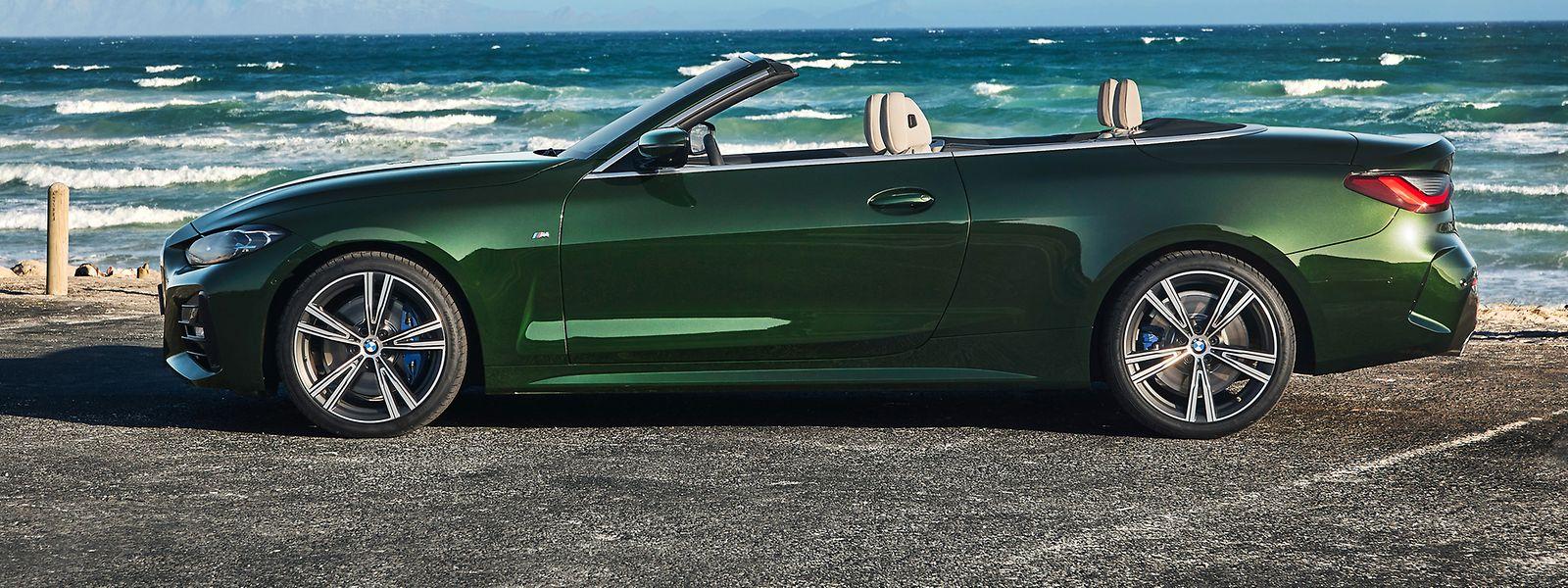 Zum athletischeren Auftritt des BMW 4er Cabrio tragen auch seine gewachsenen Proportionen sowie sein geschärftes Design bei.