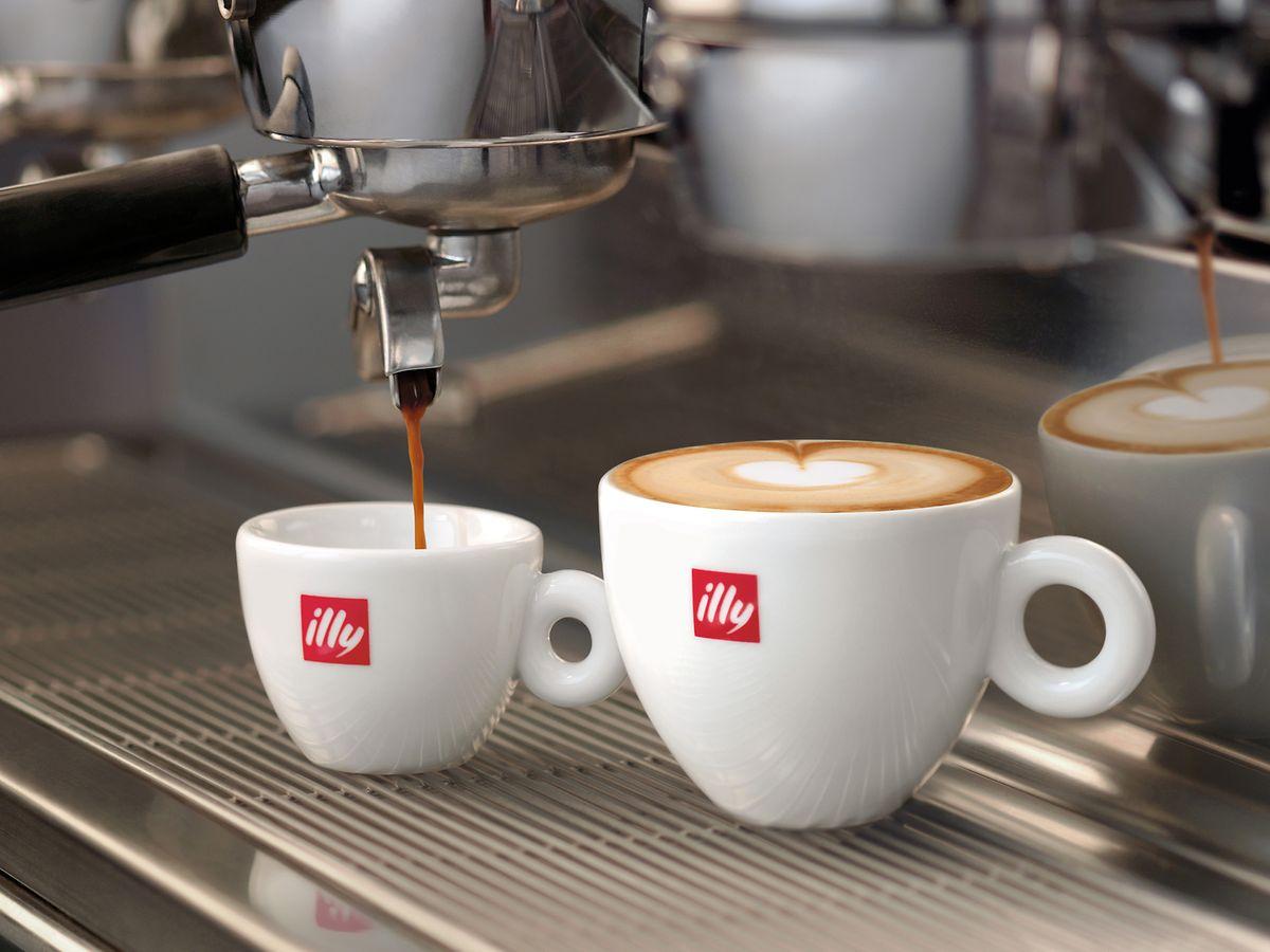 Wie stellt man Espresso an der Siebdruckmaschine her? Die Antwort liefern die Lehrkräfte der Kaffee-Universität.