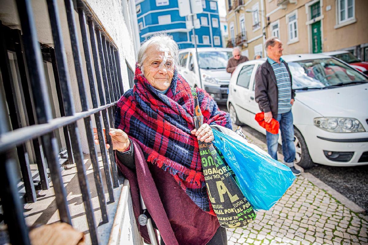 """Deolinda Coelho, 76 anos. """"Gosto do meu espaço, de estar sossegada"""", diz."""