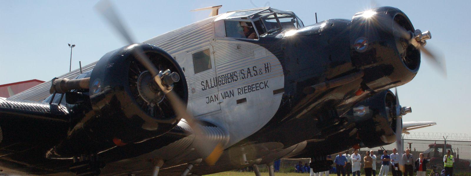 Die Junkers wartet auf die Freigabe zum Ausrollen auf dem Gelände des internationalen OR Tambo-Airport beim Motoren-Testlauf, unmittelbar vor einem einstündigen Wartungsflug der Maschine.