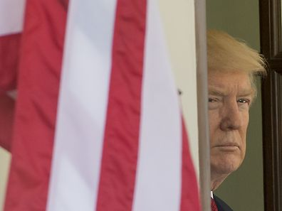 TOPSHOT - US President Donald Trump awaits the arrival of Italian Prime Minister Paolo Gentiloni for meetings at the White House in Washington, DC, April 20, 2017. / AFP PHOTO / SAUL LOEB