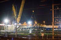 La pose de l'imposante structure métallique a débuté samedi à 3h30 du matin pour s'achever dimanche soir.