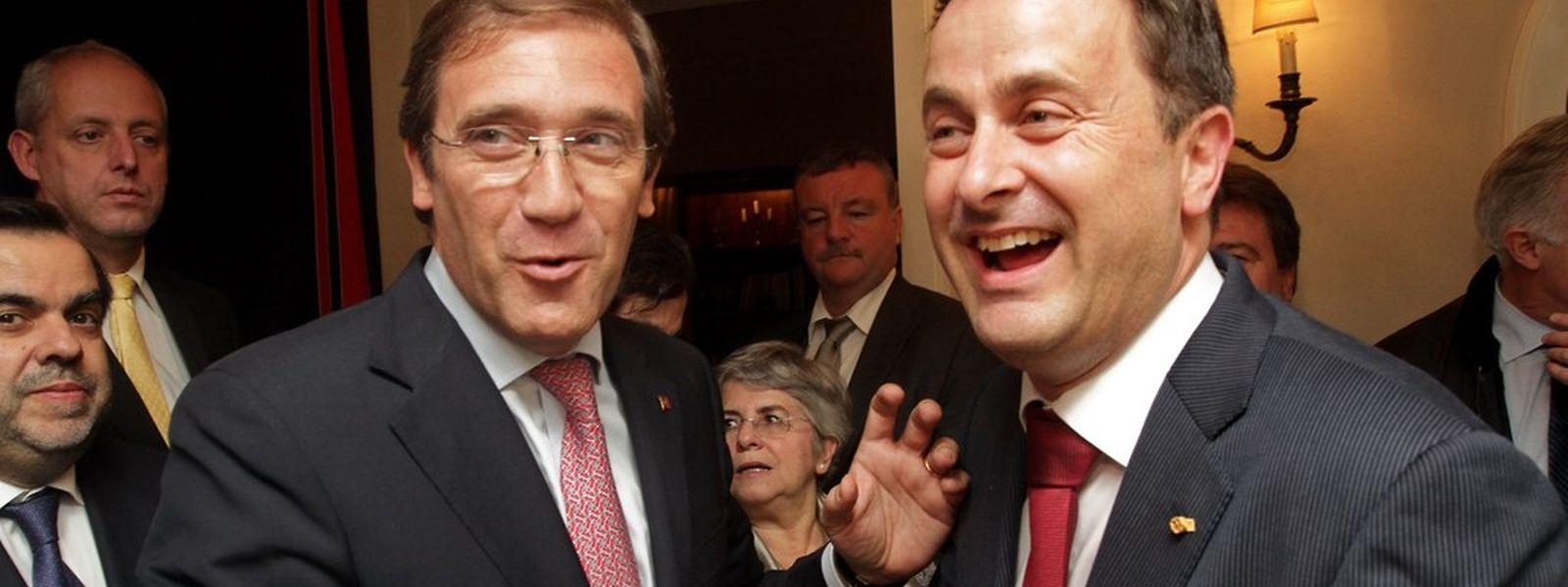 Pedro Passos Coelho com o seu homólogo luxemburguês, Xavier Bettel, na Residência da Embaixada de Portugal no Luxemburgo, durante a recepção de quarta-feira à noite, com alguns membros da comunidade portuguesa