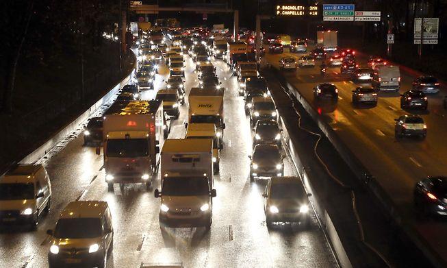 Road traffic around Paris