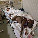 Cadela salva a vida da dona ao detetar que ela está doente. E não a largou no hospital.