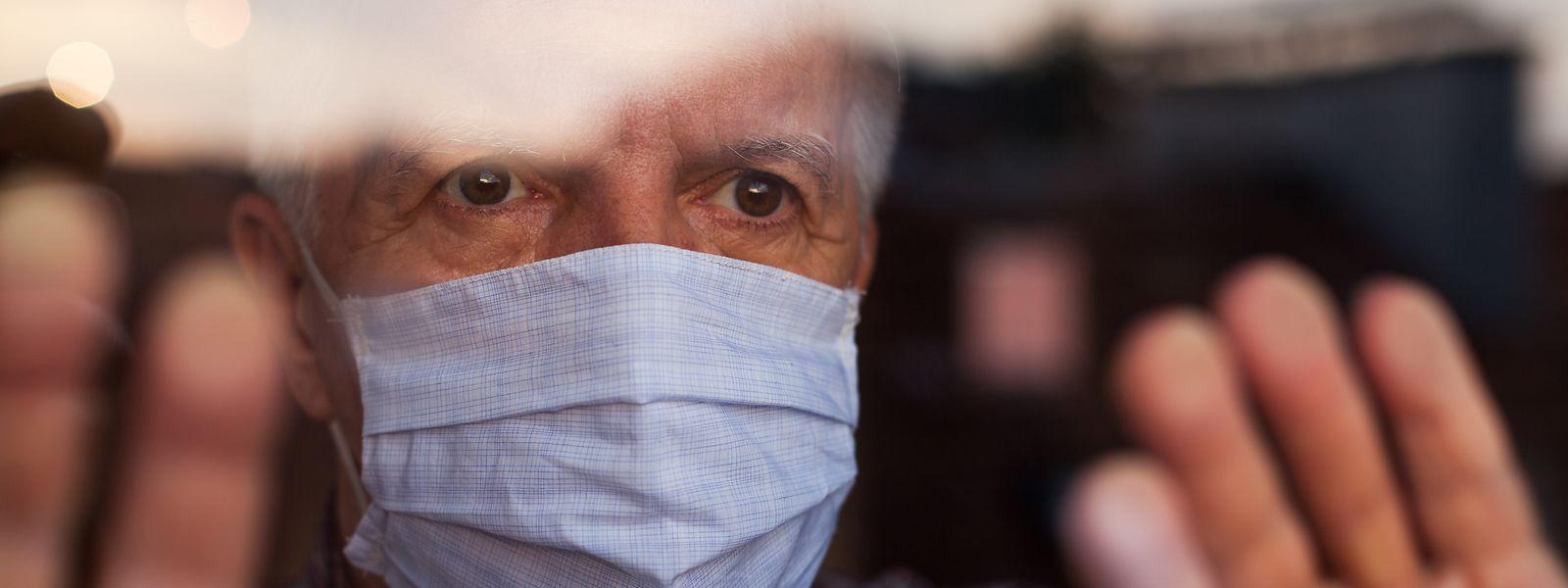 Wer sich mit dem Corona-Virus infiziert hat, muss künftig nur noch zehn Tage in Isolation. Bislang galt eine Frist von zwei Wochen.