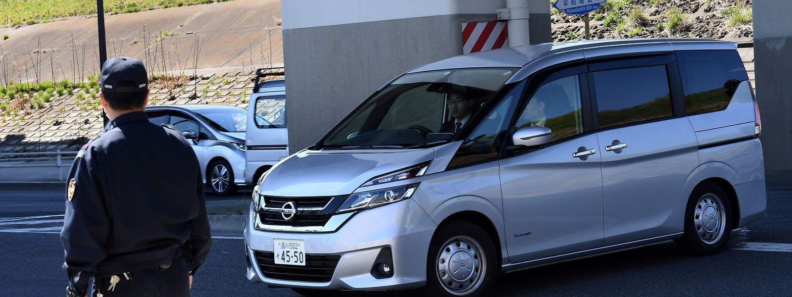 Mit diesem Wagen wurde Ghosn in die Haftanstalt von Tokio gebracht.