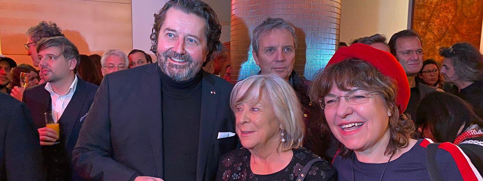 Posieren für die Kameras: Fim Fund Direktor Guy Daleiden(r.) gegrüßt die deutsche Regisseurin Margarethe von Trotta (M.), die mit der Luxemburger Produzentin Bady Minck (r.) einen Film zum Leben der österreichischen Lyrikerin Ingeborg Bachmann machen will.