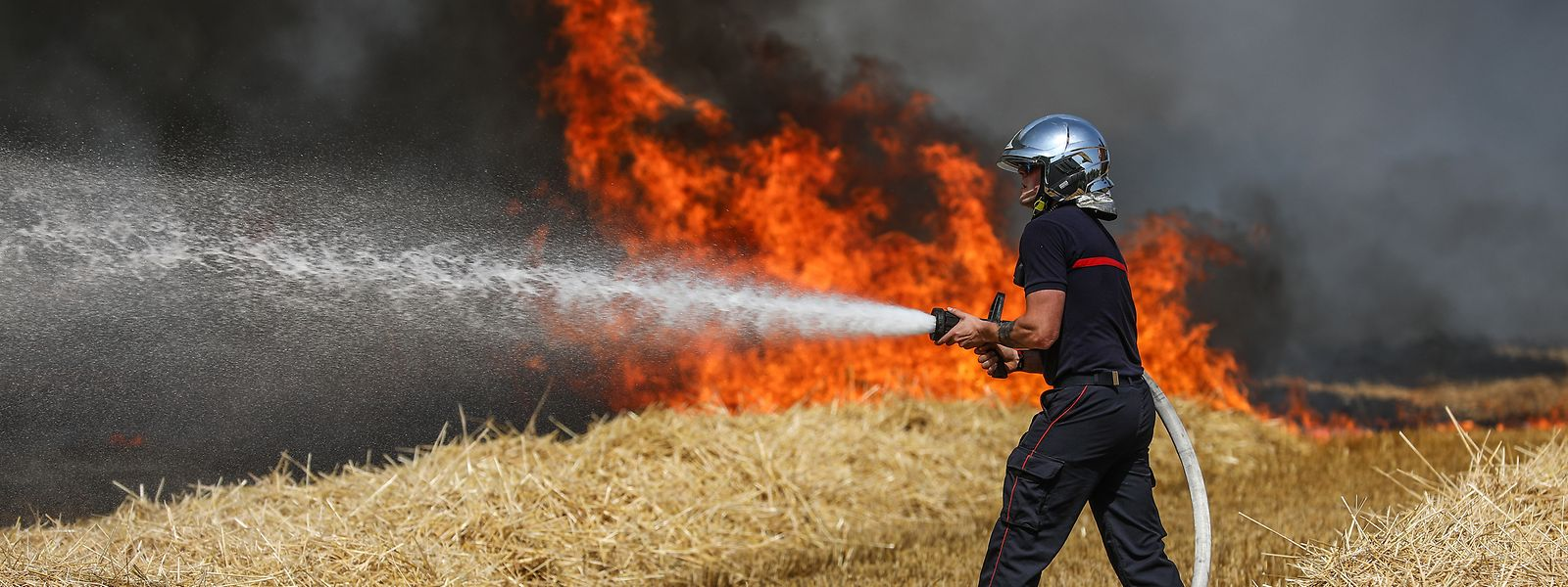 90 Feuerwehrmänner aus 20 Einsatzzentren waren in Luxemburg-Hamm im Einsatz, um den Brand unter Kontrolle zu bekommen.