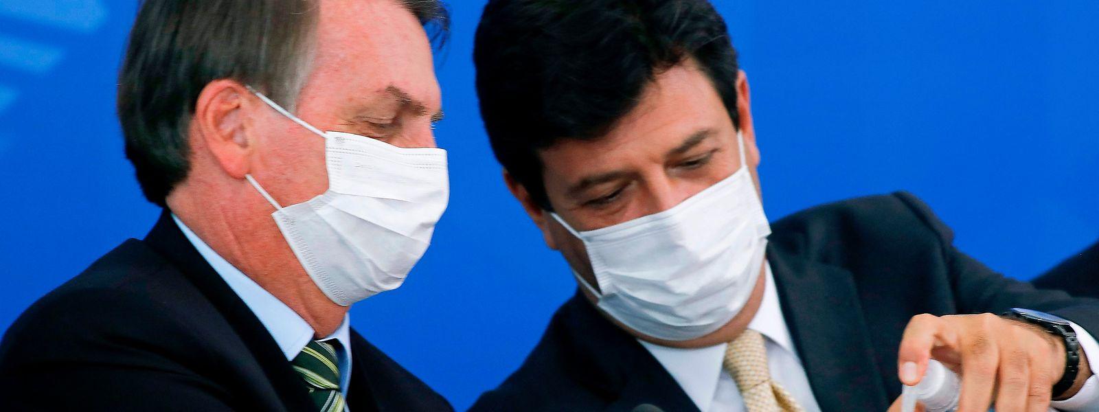 Bolsonaro (l.) und Mandetta bei einer Pressekonferenz im März - gemeinsame Auftritte wird es wohl nun nicht mehr geben.