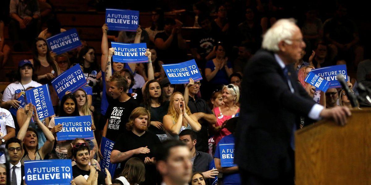 Bernie Sanders gibt nicht auf - und kann in West Virginia seine Konkurrentin schlagen.
