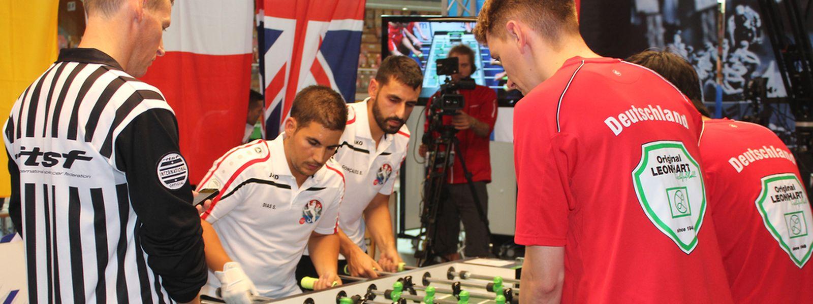 Steve Dias e Bruno Gançalves (de branco) na vitória frente à Alemanha