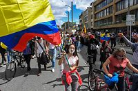 People march during a national strike triggered by a now abandoned tax reform, in Bogota on May 9, 2021. - Facing anti-government protests that have spiraled into deadly violence, Colombian President Ivan Duque is holding a series of talks with his political foes in search of a way out of the crisis. (Photo by Juan BARRETO / AFP)