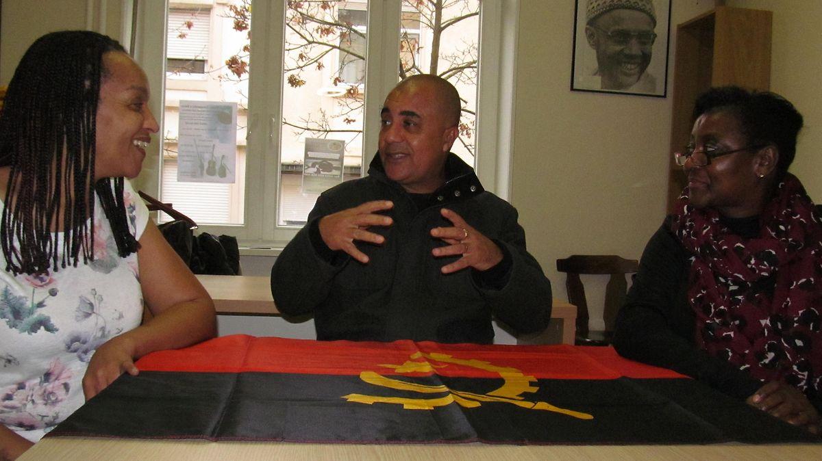 Vera Moura ( à esquerda), Tony Gomes e Silvina Policarpo acompanham, mesmo à distância, o rumo do país do país onde nasceram: Angola.