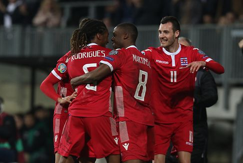 Fußball: Luxemburg kämpft und siegt