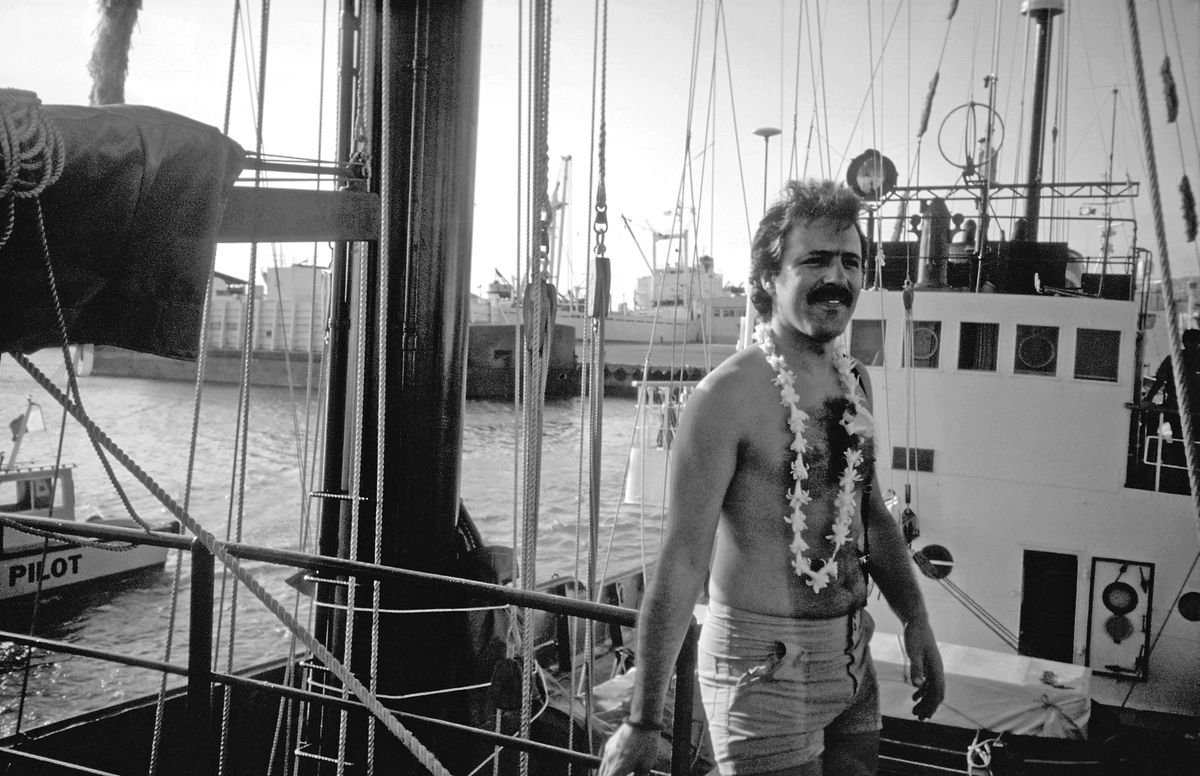 O fotógrafo português, Fernando Pereira, foi a única vítima mortal do atentado contra o Rainbow Warrior, o mítico navio da Greenpeace. Foi a 10 de Julho de 1985 no porto de Auckland, na Nova Zelândia