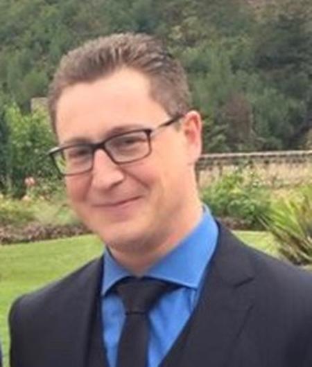 Frank Conrad ist 35 Jahre alt und hauptberuflich Versicherungsagent.