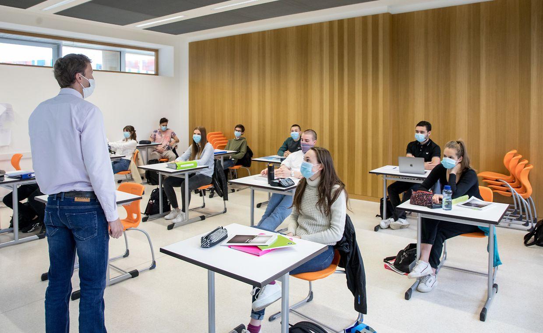 Schüler des Athenée am Montagmorgen.