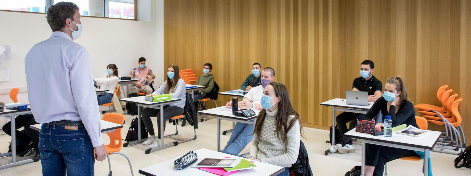 A l'Athénée, le directeur compte trois absents «dont nous ne connaissons pas le motif» sur le premier groupe de 140 élèves attendus ce lundi.