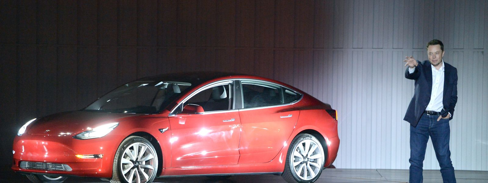 Tesla-Chef Elon Musk will sein Model 3 bald rund um die Uhr produzieren lassen.