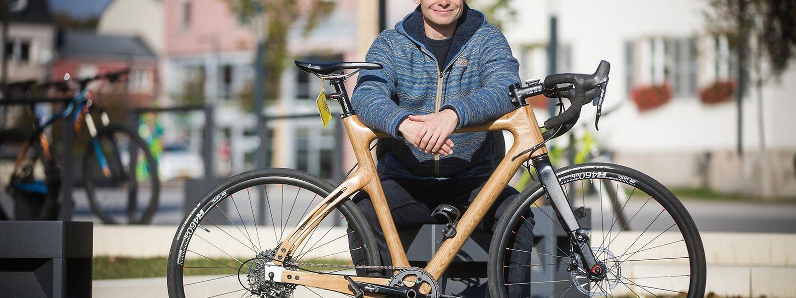 Der von Jacques Gengler entworfene Fahrrad-Rahmen ist nicht bloß verkleidet, sondern komplett aus Holz gefertigt.