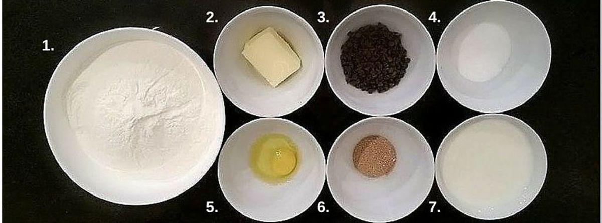 600 g de farine, 60 g de beurre pommade (beurre mou), 1 sachet de pépites de chocolat, 60 g de sucre + 8 g de sel, 1 œuf, 1 sachet de levure sèche (ou 8 g de levure fraîche), 330 ml de lait tiède.