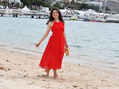 Hana Sofia Lopes – im roten Kleid stellt sie selbst den berühmten gleichfarbigen Teppich in den Schatten.