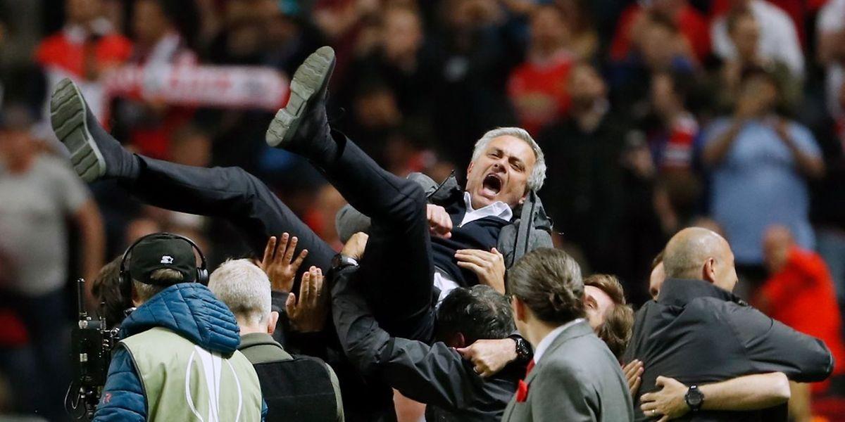 José Mourinho leva Manchester United a troféu inédito ao conquistar Liga Europa