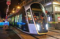 Lok , Tram fährt erste Probefahrt von der Place Etoile bis zum Hauptbahnhof , Luxtram , Foto:Guy Jallay/Luxemburger Wort