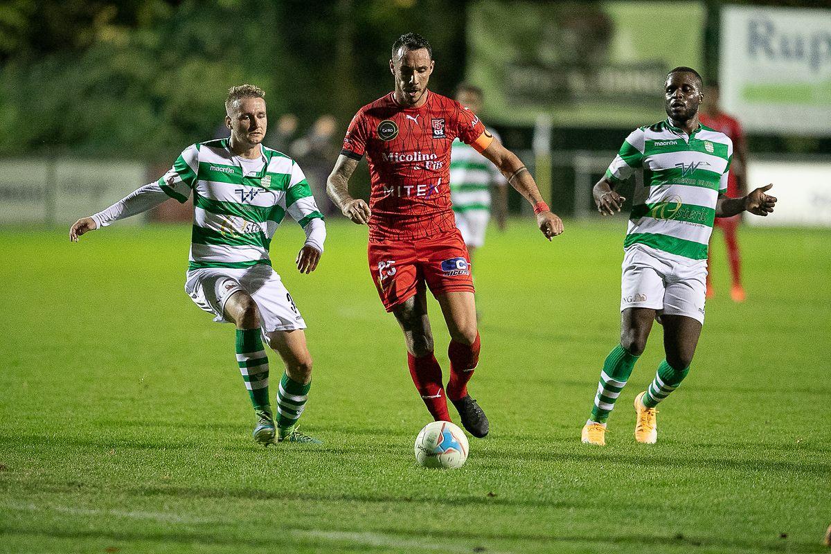 No jogo com mais golos da jornada, o FC Differdange (de vermelho) venceu no terreno do Hostert por um invulgar 5-4.