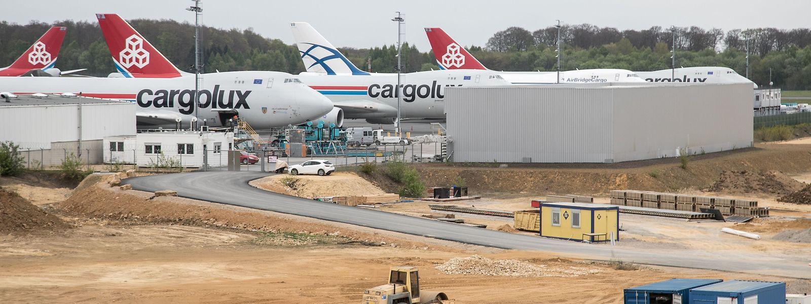 Das Vorfeld des Cargocenters soll bis Ende 2018 um vier Stellplätze erweitert werden.