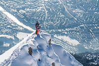 SRT-Bild Archivnummer: 1221101030, INNSBRUCK+UMG, SRT-Archivbild, Beschreibung: Die Nordkette, mit Skifahrer Foto Innsbruck Tourismus/Klaus PolzerHonorarpflichtiges Motiv, www.srt-bild.de, Tel. 08171/4186-6, Fax 4186-85, Konto Postbank München IBAN DE73700100800384573808, BIC PBNKDEFF. Orig.-Name: INNSBRUCK_NORDKETTE_2.JPG, Motiv max. verfügbar in 2500 x 1668 px.