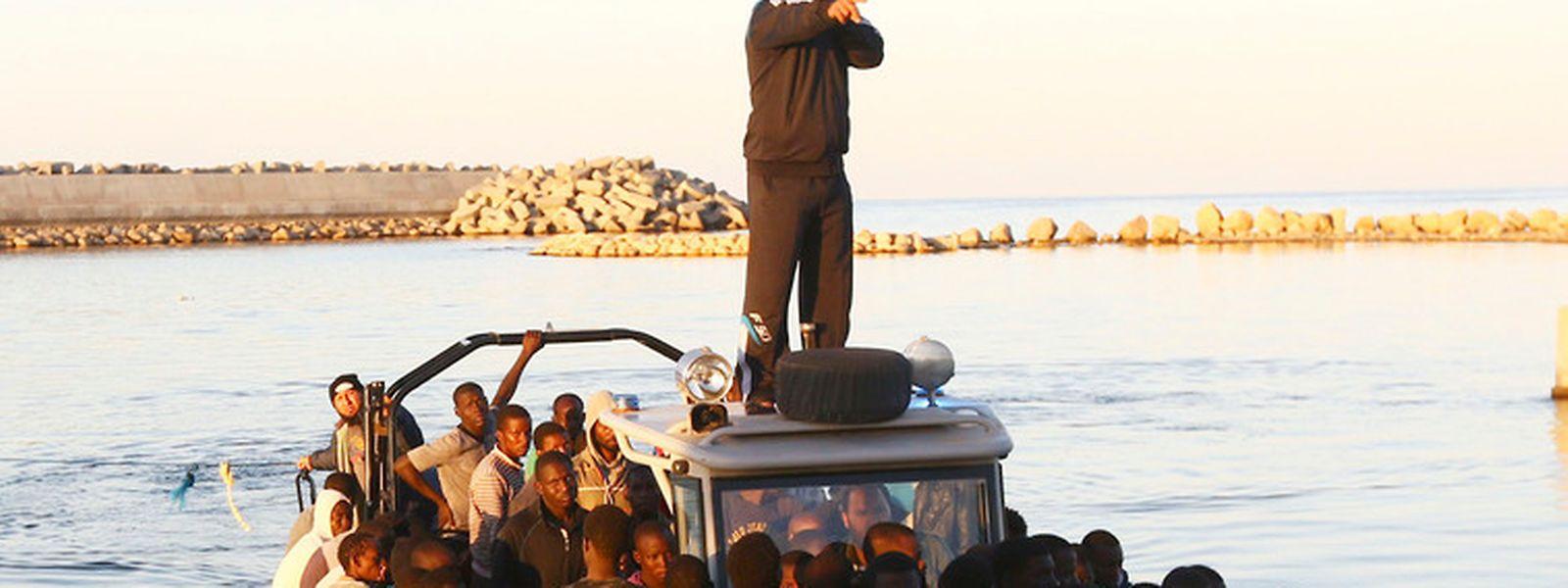 Die Schiffe, mit denen die Flüchtlinge ihr Heil in der Fremde suchen, sind meist seeuntüchtig.