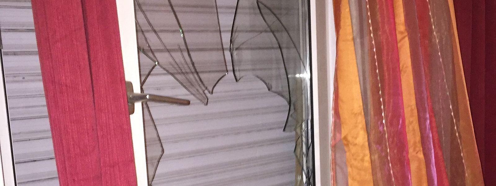 Nach der Meldung eines Nachbarn waren Polizisten gewaltsam in eine Privatwohnung eingedrungen und hatten dabei unter anderem dieEingangstür und ein Fenster beschädigt.