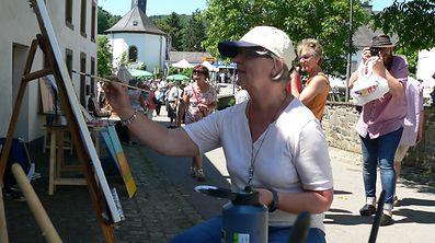 Dem Künstler über die Schulter blicken ist in Lellingen nicht nur erlaubt, sondern erwünscht.