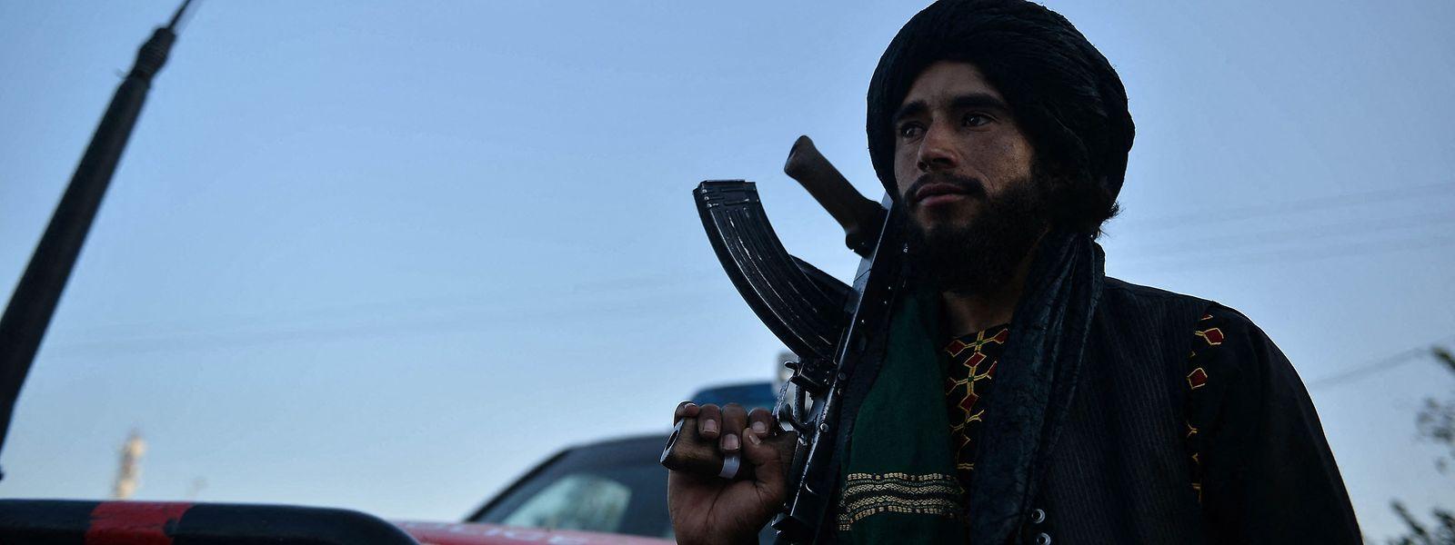 Seit ihrer Machtübernahme im August verbreiten die Taliban Angst und Schrecken. Am Samstag hängten die Taliban in der Stadt Herat die Leichen von vier Männern öffentlich auf.