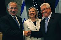 """Israeli Prime Minister Benjamin Netanyahu, left, shakes hands with Palestinian President Mahmoud Abbas, second right, joined by U.S. Secretary of State Hillary Rodham Clinton, center during bilateral talks at the Red Sea resort of Sharm el-Sheikh, Egypt Tuesday Sept. 14, 2010. Convening a new round of negotiations Tuesday between Israel and the Palestinians, U.S. Secretary of State Hillary Rodham Clinton said the """"time is ripe"""" for a Mideast peace deal.  (AP Photo/Nasser Nasser)"""
