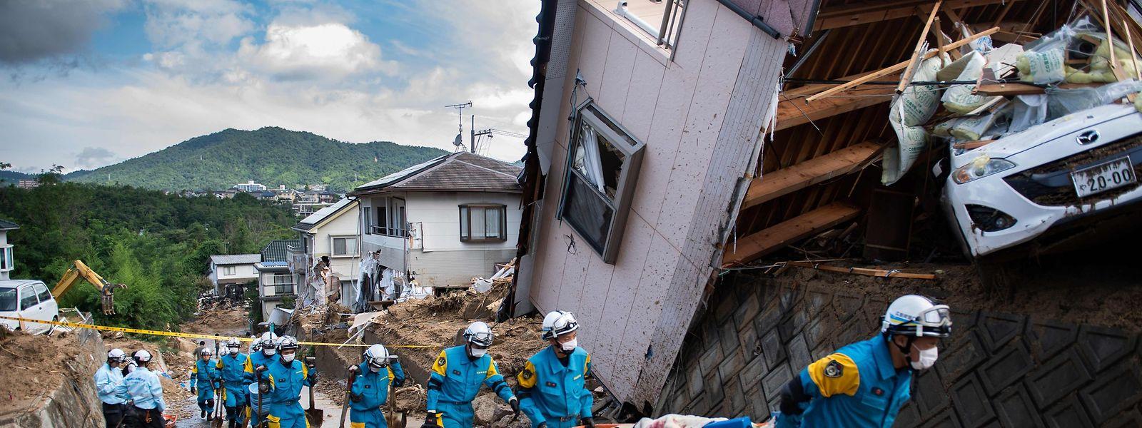 Bereits über 120 Todesopfer sind nach den schweren Unwettern zu beklagen.
