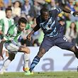 Rio Ave's N�lson Monte (L) vies for the ball with FC Porto�s Vincent Aboubakar during their Portuguese First League soccer match held at Arcos Stadium at Vila do Conde, Portugal, 11 April 2015. ESTELA SILVA/LUSA