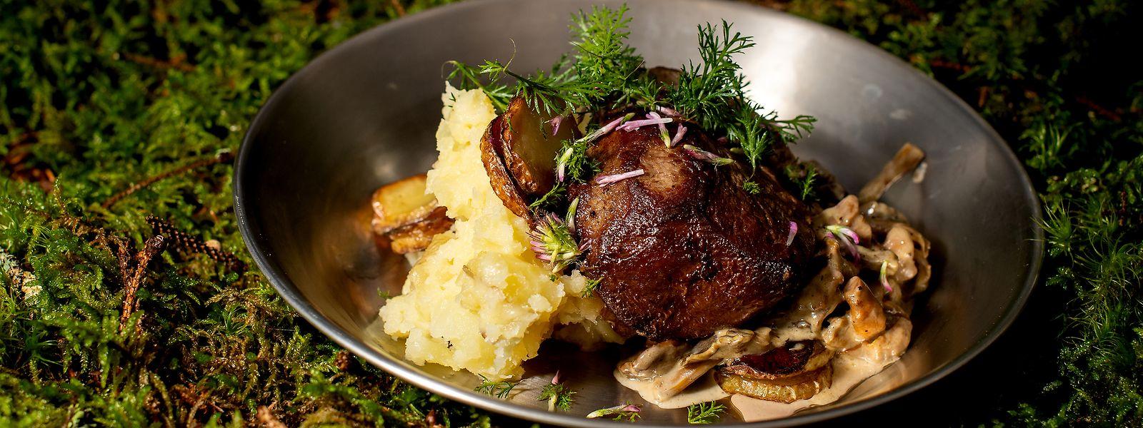 Leckerei aus dem Norden: Reh-Filet mit gebratenen Kartoffeln und in reichlich Sahne gekochten Pilzen.