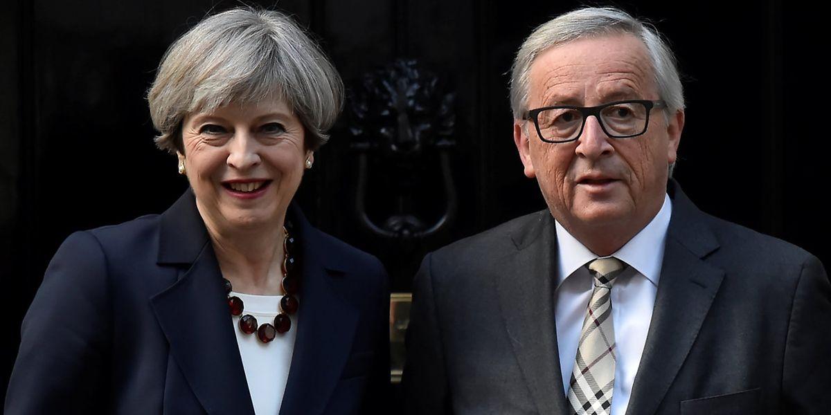Bei dem Treffen in der Downing Street verging Jean-Claude Juncker das Lachen, schreibt die FAS.
