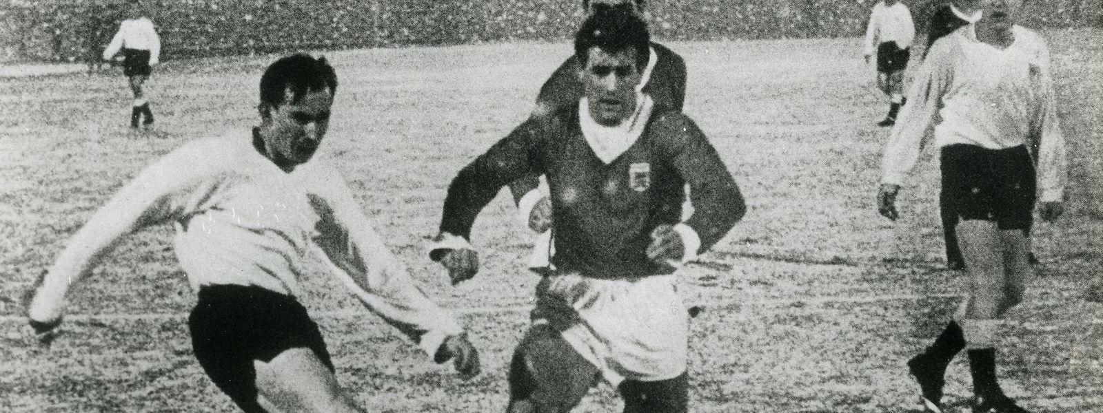 François Konter (r.) im Duell mit Dänemarks Ole Madsen. Das Foto entstand im Jahr 1963.