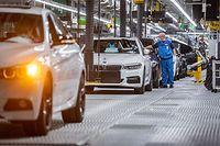 HANDOUT - 11.05.2020, Bayern, Dingolfing: Die ersten BMW-Autos laufen wieder von den Fertigungsbändern im Werk Dingolfing. Foto: -/BMW AG/dpa - ACHTUNG: Nur zur redaktionellen Verwendung und nur mit vollständiger Nennung des vorstehenden Credits +++ dpa-Bildfunk +++