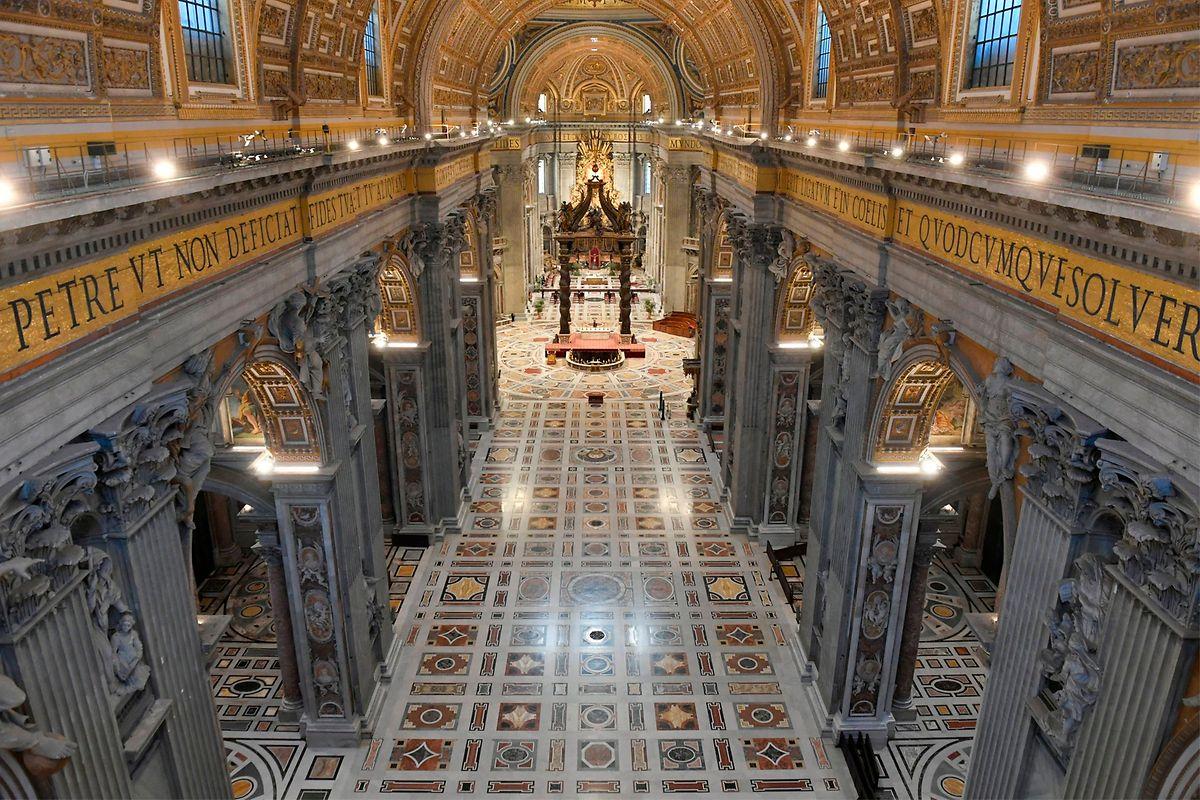 So leer sieht man den Petersdom in Rom sonst nie.