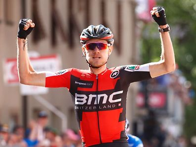 US Tejay Van Garderen of team BMC celebrates as he crosses the finish line ahead Spain's Mikel Landa of team Sky to win the 18th stage of the 100th Giro d'Italia, Tour of Italy, cycling race from Moena to Ortisei on May 25, 2017.  / AFP PHOTO / Luk BENIES